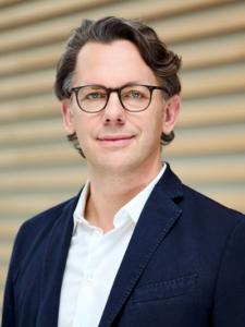 """Cloud Computing – aber sicher! Im TÜV SÜD-Podcast """"Safety First"""" spricht uniscon-CPO Jörg Horn über Confidential Computing und sichere Cloud-Nutzung."""